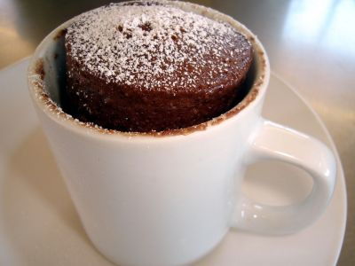 Bolo de chocolate de caneca no microondas