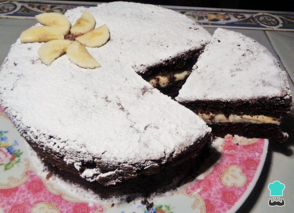 Receita de bolo de chocolate com recheio de banana