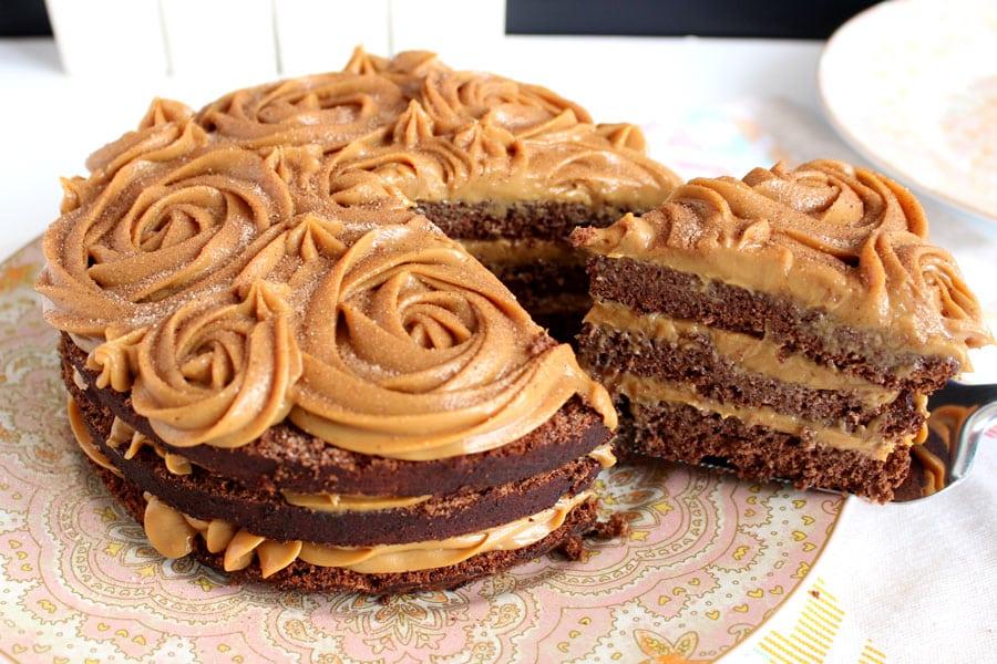 Receita de bolo de chocolate com recheio de doce de leite