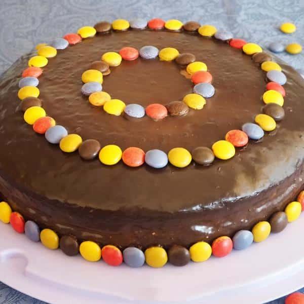 Receita de bolo de chocolate recheado para aniversário infantil