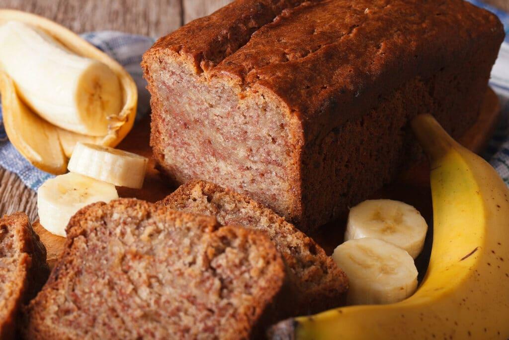 3 receitas de bolo de banana para melhorar o seu dia!