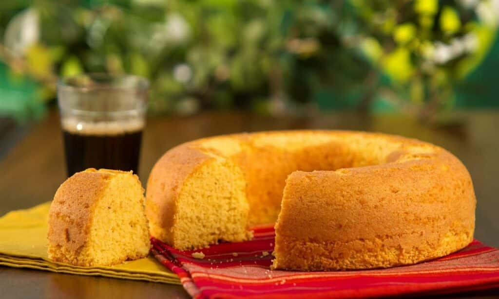 10 receitas de bolo de fubá perfeitas para o lanche da tarde
