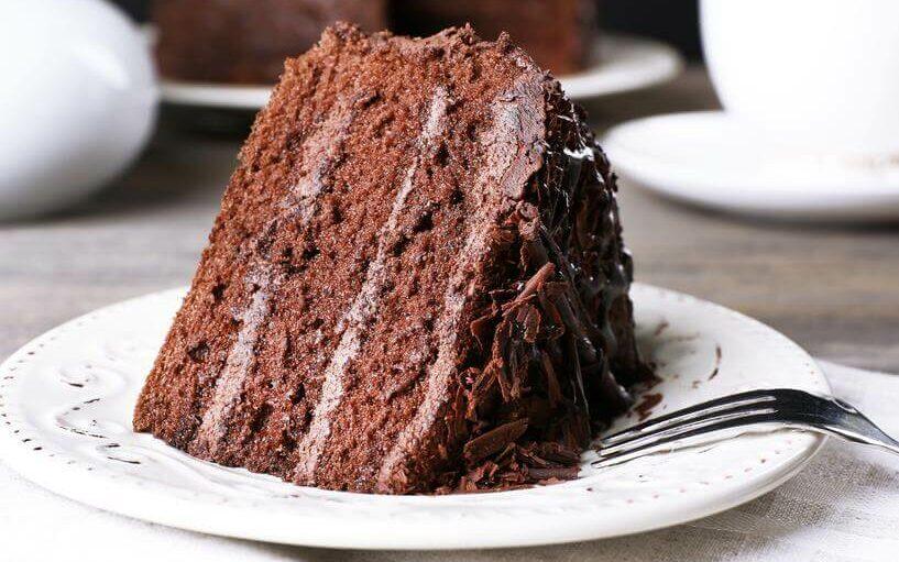 Receita de bolo de chocolate recheado com mousse de chocolate