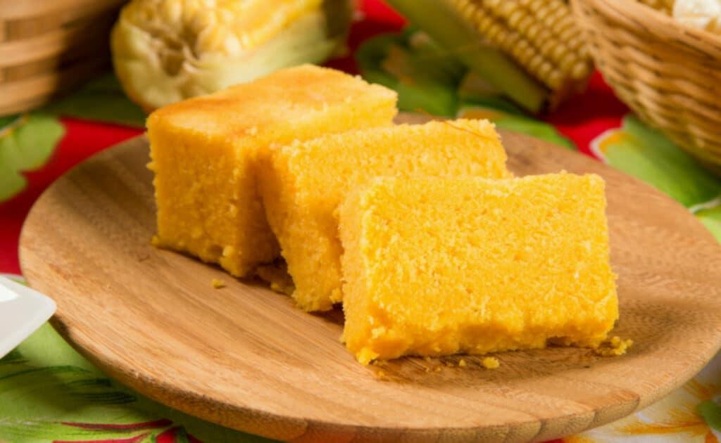 Conheça essas receitas inesquecíveis de bolo de milho