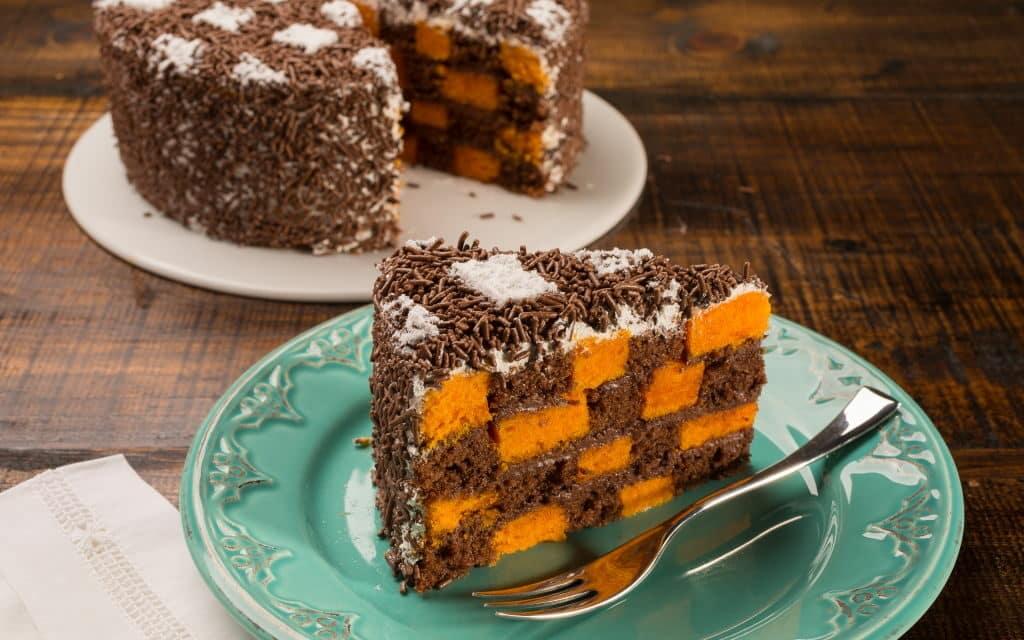 Receita de bolo xadrez – cenoura e chocolate