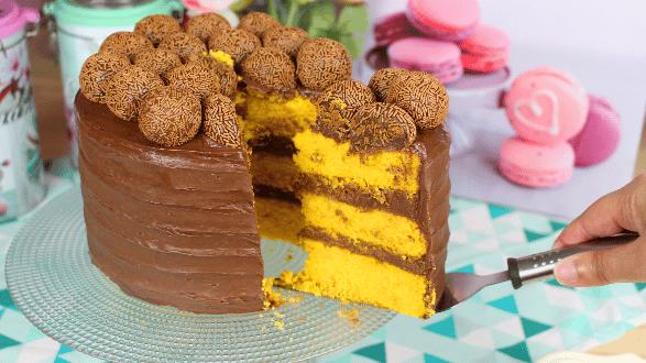 Receita de bolo de cenoura com chocolate para aniversário
