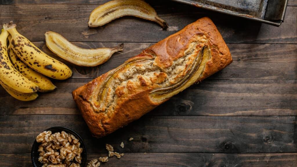 11 receitas de bolo de banana para melhorar o seu dia!
